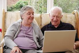Couple with laptop imagesCAOCBKUX